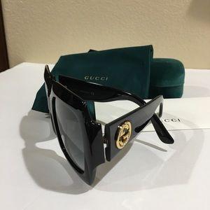 Oversized Square Frame Sunglasses 🕶
